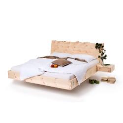 schwebendes Zirbenbett rustikal mit Naturkante metallfrei
