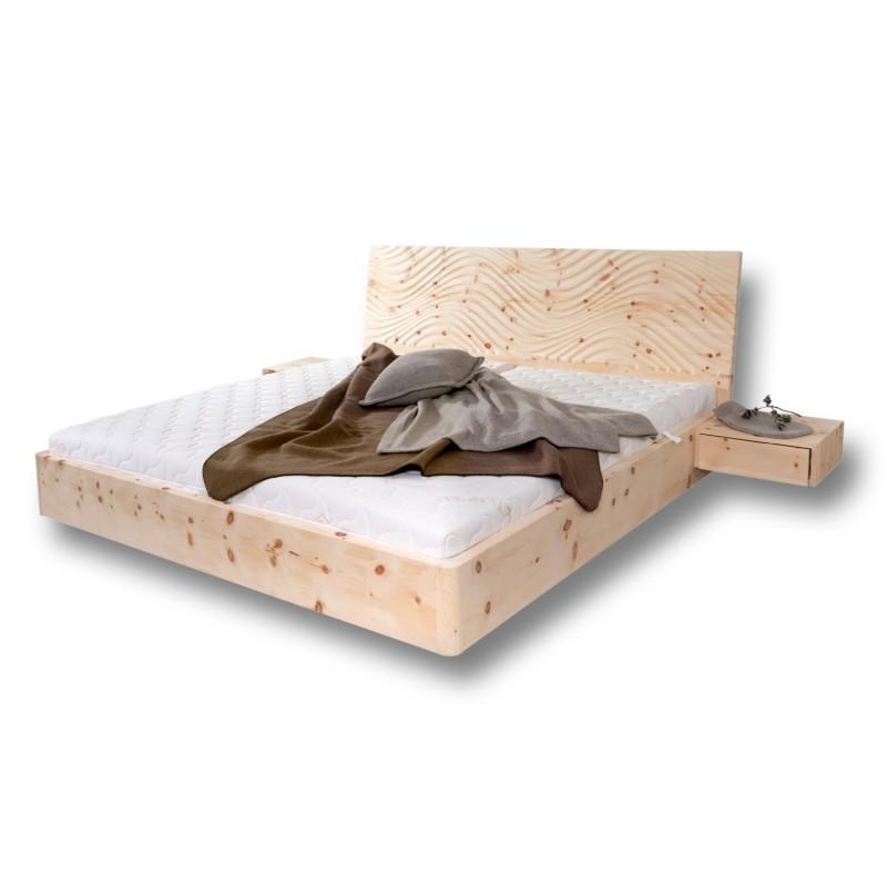 Arvenholzbett mit geradem Kopfteil 3D Fräsung
