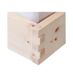 aus luftgetrocknetem Zirbenholz endstanden die verzinkten Ecken