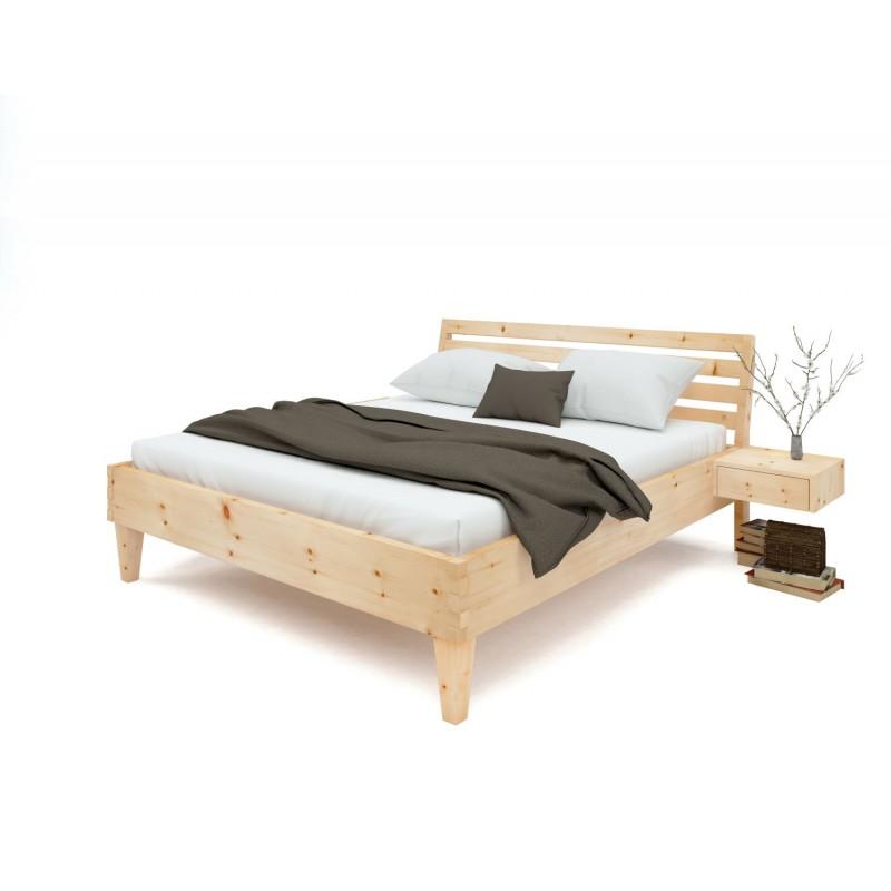 Modernes Zirbenholzbett mit einem 8 Grad geneigtem Querleistenoptikkopfteil. Nachtkästchen schwebend.
