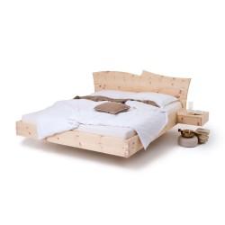 Am Bild das Zirbenbett Natur M3 in schwebender Ausführung.Das Zirbenholzbett mit zwei schwebenden Zirbennachtkästchen.